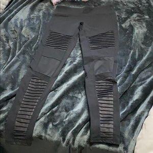 Alo Yoga Moto leggings